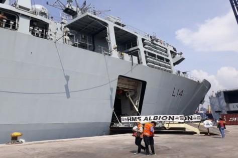 HMS Albion berlabuh di Tanjung Priok, Jakarta, 22 April 2018. (Marcheilla Ariesta)