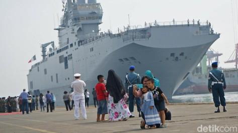 Kapal Perang Dixmude AL Prancis ketika singgah di Jakarta (22 04). (Detik)