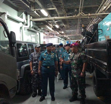 Kaskolinlamil Laksma TNI Irwan Achmadi, M.Tr (Han) saat meninjau langsung persiapan keberangkatan KRI Banda Aceh 593 yang akan membawa tim penyiapan pembentukan Komando Armada III Soron