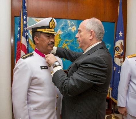 Kolonel Laut (E) Halili Terima Penghargaan US LEGION OF MERIT dari Amerika Serikat