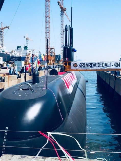 KRI Ardadedali-404 di galangan kapal Daewoo Shipbuilding and Marine Engineering (DSME), Okpo, Korea Selatan, Rabu, (25042018). (@KaitouTaz) 1