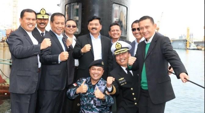 Panglima TNI Kunjungi Kapal Selam KRI Ardadedali – 404 (Photo)