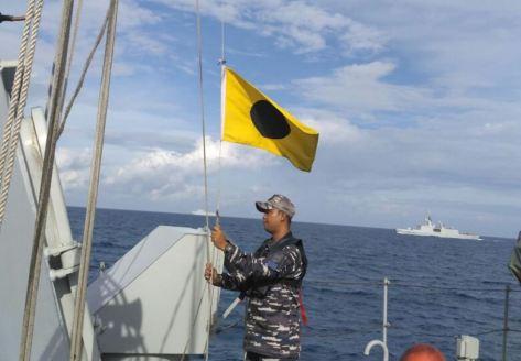 KRI Halasan-630 melaksanakan latihan bersama dan pengawasan serta pengamanan dua kapal perang Perancis FS Dixmude L9015 dan FS Surcouf F711