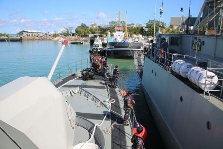 KRI Layang-635 dan KRI Kakap-811 Gelar Latma dengan Royal Australia Navy