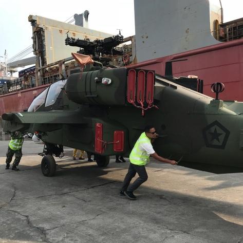 Lima unit AH-64E Apache Guardian tiba di Pelabuhan Tanjung Emas, Semarang, hari ini, Jumat tanggal 20 Maret. (Bone Fiol) 2