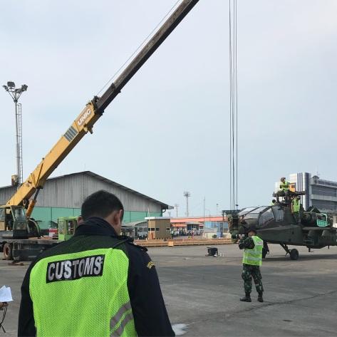 Lima unit AH-64E Apache Guardian tiba di Pelabuhan Tanjung Emas, Semarang, hari ini, Jumat tanggal 20 Maret. (Bone Fiol)
