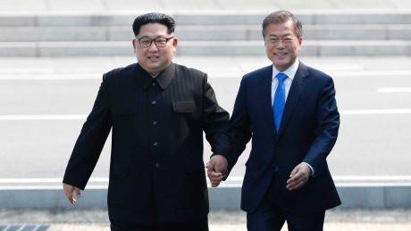Pemimpin Korea Utara dan Korea Selatan Bertemu di Wilayah Demiliterasi 1 (AP)