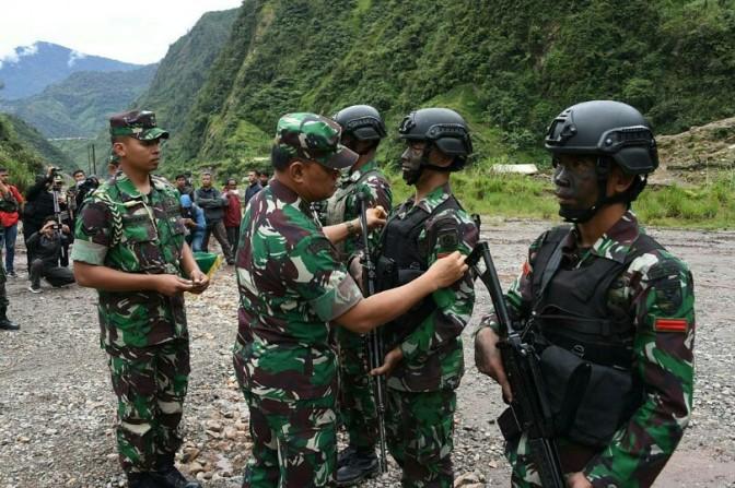 Baku Tembak dengan KKB, Prajurit TNI Gugur di Papua