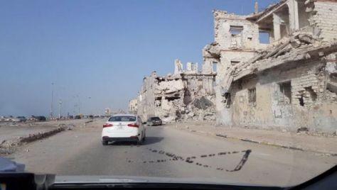 Reruntuhan bangunan di salah-satu sudut kota Benghazi, Libya, akibat konflik bersenjata antar kelompok bersenjata.