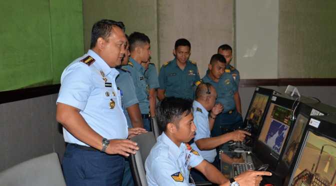 Siswa PWO Menerima Materi Pelajaran Kerjasama Taktis Antara TNI AL dan TNI AU