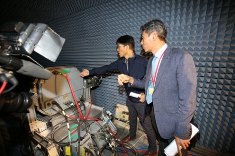 This photo provided by the Defense Acquisition Program Administration shows a prototype of an active electronically scanned array (AESA) radar system. (Yonhap)