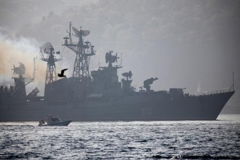 Kapal perang Rusia, Smetlivy, saat berlayar ke Laut Mediterania pada 21 April 2018. (REUTERS)