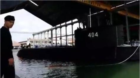 KRI Ardadedali 404 Tiba di Dermaga Kapal Selam Koarmada II (TNIAL) 1