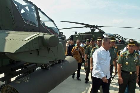 Penerimaan tersebut ditandai dengan penyerahan helikopter secara simbolis. (Antara) 1