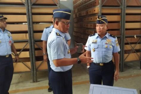 Persiapan penyimpanan spare parts Su-35 di gudang Lanud Iswahjudi (Antara)