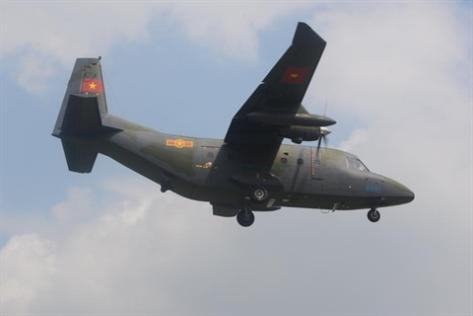Pesawat NC-212i dengan nomor # 8891 dan # 8892 mendarat di bandara Gia Lam, Vienam. (Istimewa)