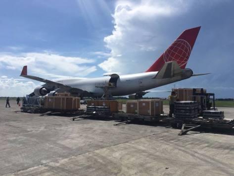Photo kedatangan 3 unit VL MICA, 1 unit rudal Exocet dan suku cadangnya di Surabaya dari Chateauroux Perancis (10 05). (Famous Pacific Shipping Group)
