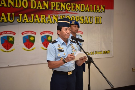Asisten Operasi Kasau Marsekal Muda TNI Johanes Berchmans SW., memimpin acara Serah Terima Komando dan Pengendalian (Kodal) 8 Pangkalan TNI AU