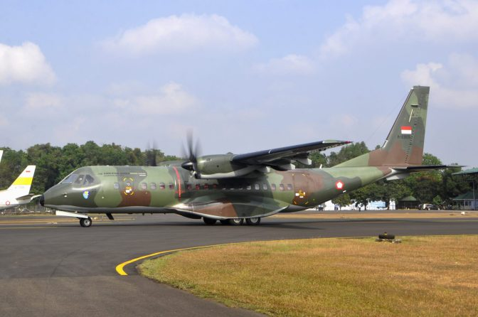 CN-295 TNI AU Angkut Peralatan SAR ke Silangit