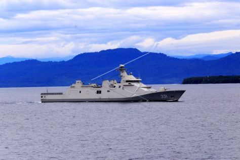 KRI Raden Eddy Martadinata (REM) 331 berlayar di perairan Pasifik, Senin (4 6)