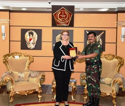 Panglima TNI Marsekal TNI Hadi Tjahjanto, S.I.P. menerima kunjungan kehormatan Menteri Pertahanan Australia H.E. Senator Marise Payne di Mabes TNI