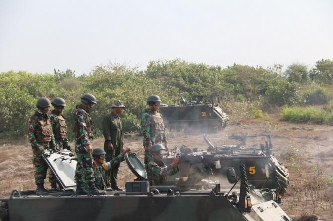 Yonif MR 411 Kostrad Latihan Menembak Senjata SMB