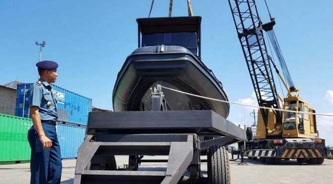Danlanal Balikpapan Tes 2 kapal RIB Sea Rider TNI AL