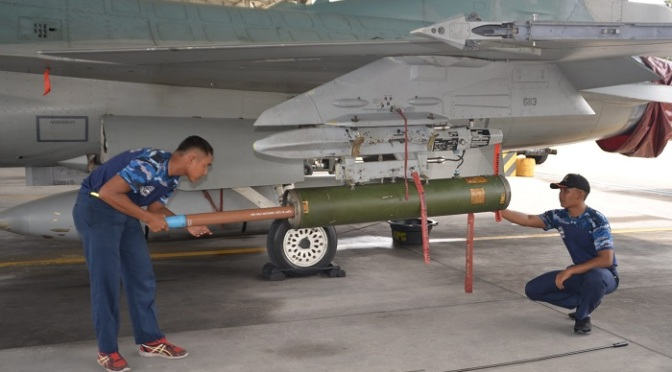 "Dua Skadron Udara Lanud Roesmin Nurjadin Latihan ""Weapon Delivery"""