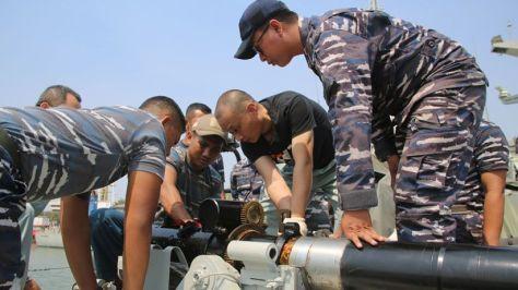 KRI Tombak - 629 mengadakan uji coba tracking dan penembakan meriam 30 mm dengan type gun NG-18. 6 Barrel. 30 mm Naval Gun buatan China. (Koarmada II) 2