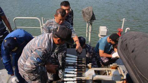 KRI Tombak - 629 mengadakan uji coba tracking dan penembakan meriam 30 mm dengan type gun NG-18. 6 Barrel. 30 mm Naval Gun buatan China. (Koarmada II) 3