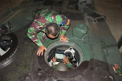 Leopard 2 RI dan BMS (Yonkav 1 Kostrad)
