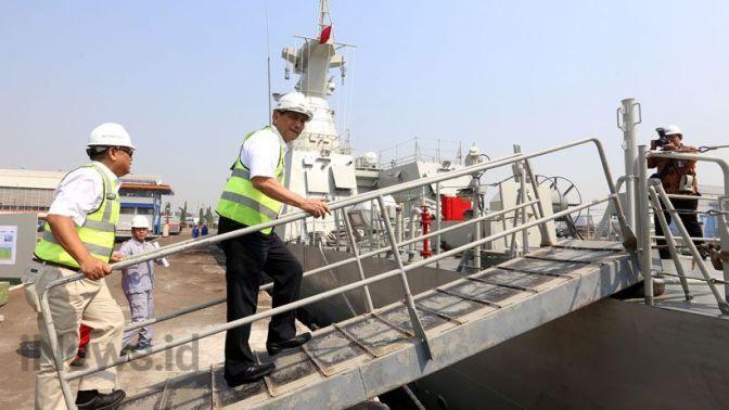 Luhut Cek Proyek Kapal Perang Pesanan Kementerian Pertahanan (Photo)