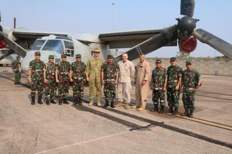 Panglima TNI dalam kunjungan tersebut melihat dari dekat pesawat Bell Boeing MV-22 Osprey yang dimiliki oleh US Marine. Pitch Black 2018