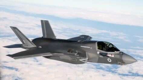 Pengiriman pesawat tempur F-35B milik Angkatan Udara Inggris, yang dikirim dari Marine Corps Air Station Beaufort di Amerika Serikat menuju pangkalan baru RAF Marham, Inggris, 6 Juni 201