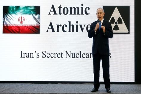 Perdana Menteri Israel Benjamin Netanyahu presentasi slide dan video yang diklaim sebagai program bom nuklir yang dimiliki Iran. (30042018) (Reuters)