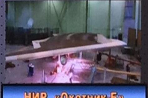 Pesawat nirawak Okhotnik Rusia yang ingin diubah jadi jet tempur generasi keenam. (paralay.iboards.ru)