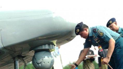 Prosesi adat Melayu menerima tambahan dua pesawat oleh Laksamana Pertama Dwika Tjahaja Setiawan, Senin (30072018). (Tribun Batam)