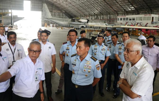 Kasau Kunjungi AIROD Tinjau Kesiapan C-130 TNI AU