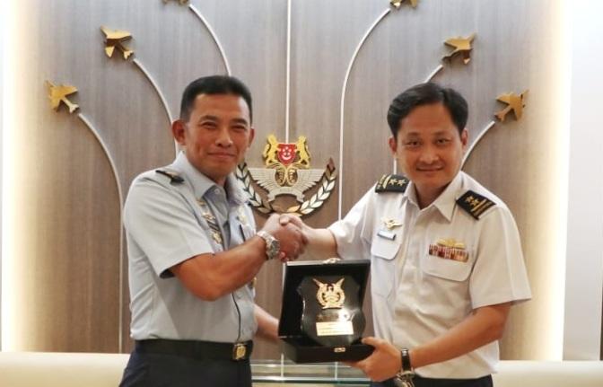 TNI AU dan RSAF Jajaki Pelatihan Pilot UAV dan 'Air Refueling'