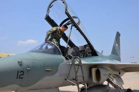 Penerbang tempur Skadron Udara 15 Lanud Iswahjudi Madiun, Lettu Pnb. Febrianto Dwi Nugroho, mampu meraih 1000 jam terbang menggunakan pesawat T50i Golden Eagle. (Sindonews)
