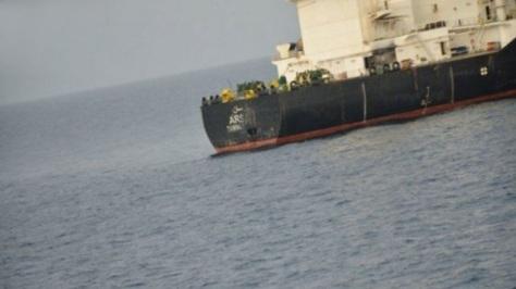 Sebuah foto yang dirilis pada 25 Juli menunjukkan bahwa tanker Saudi Arsan tertembak di bagian buritan. Saudi Press Agency