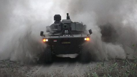 Uji Daya Gerak Medium Tank di Pantai Setrojenar. (I News) 2
