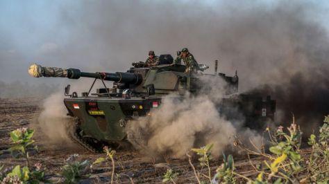 Uji Daya Gerak Medium Tank di Pantai Setrojenar. (I News) 3