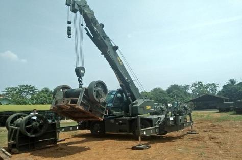 Uji Fungsi Mobil Crane di Gudang Pusat Zeni TNI AD (Sindonews)