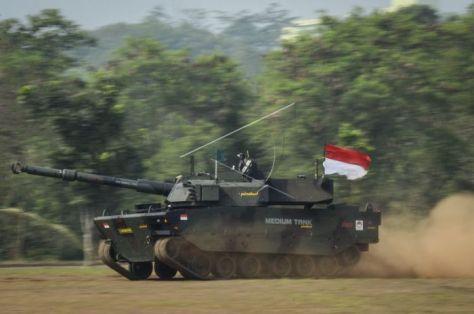 Uji tembak tank medium Pindad (Antara)