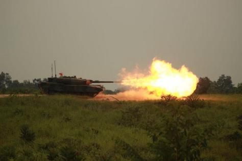 Yonkav 1 Kostrad Latihan Menembak Ranpur MBT Leopard