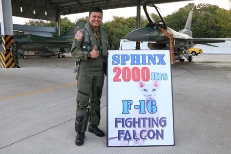 """""""Sphinx"""" terbang selama 2000 jam dengan jet tempur F-16"""