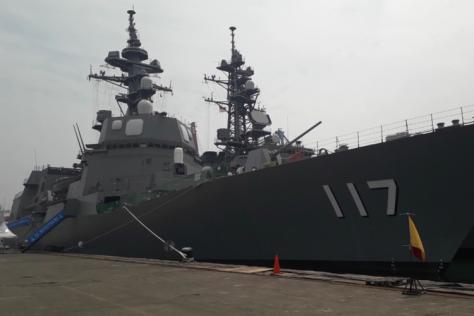 JS Suzutsuki milik Angkatan Laut Jepang yang tengah bersandar di Pelabuhan Tanjung Priok. (Kompas)