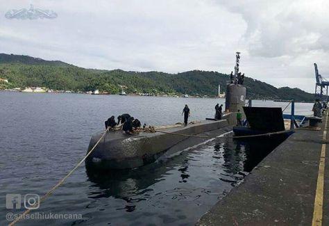 KRI Nanggala - 402 yang sedang melaksanakan operasi Trisula merupakan pertama kali sandar di dermaga Sionban Kapal Selam Lanal Palu. (satselhiukencana) 1