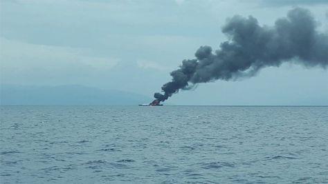 KRI Rencong - 622 Terbakar dan Tenggelam di Perairan Senapan Kota Sorong. (I News)
